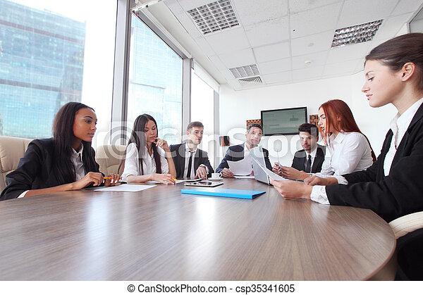Reunión de negocios - csp35341605