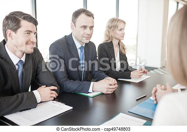 Gente de negocios reuniéndose - csp49748803