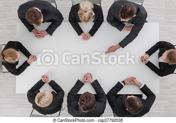 Gente de negocios en reunión - csp37792038