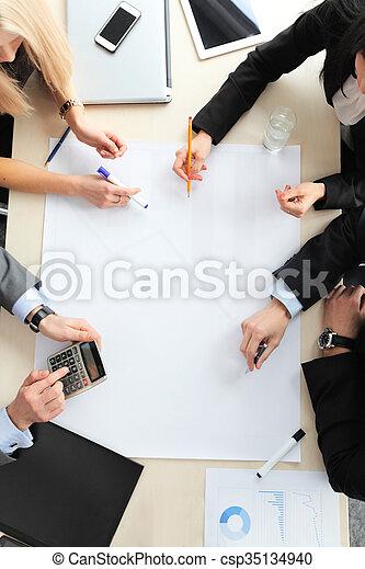 Gente de negocios en reunión - csp35134940