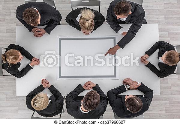 Gente de negocios en reunión - csp37966627