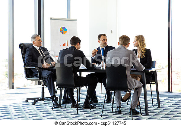 Gente de negocios reuniéndose - csp51127745