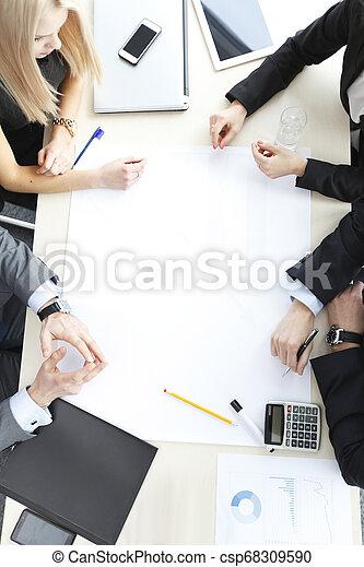 Gente de negocios en reunión - csp68309590