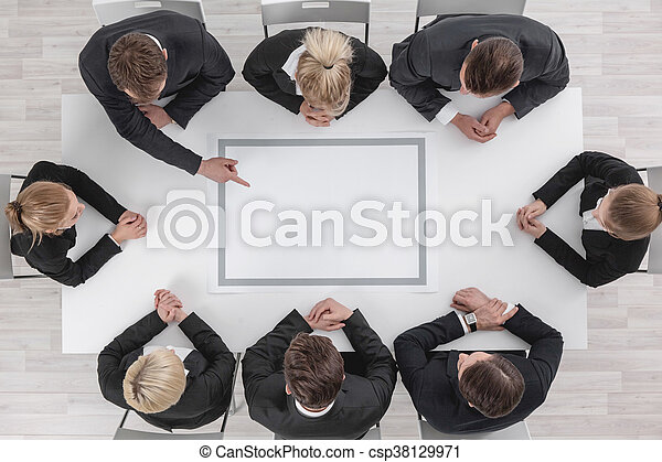 Gente de negocios en reunión - csp38129971