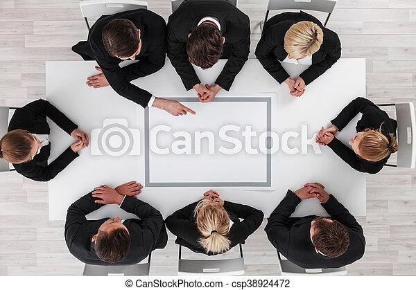 Gente de negocios en reunión - csp38924472