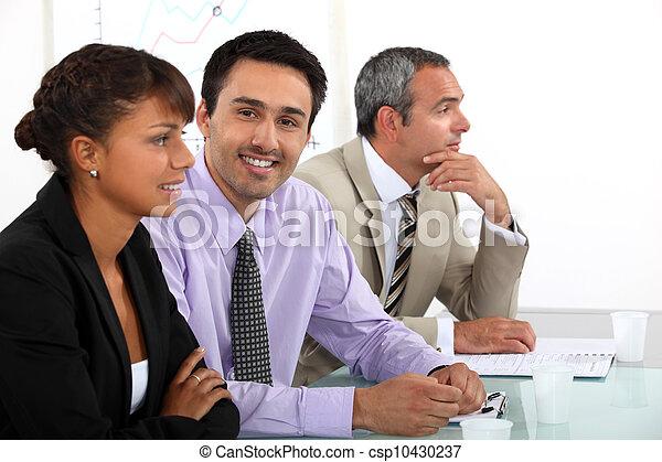 Equipo de negocios en una reunión - csp10430237