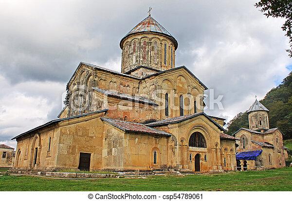 monasterio Gelati, Georgia. Contiene la Iglesia de la Virgen fundada por el Rey de Georgia David el Constructor en 1106, y las iglesias del siglo 13 de San Jorge y San Nicolás - csp54789061
