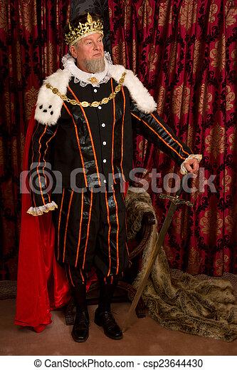Rey con espada - csp23644430