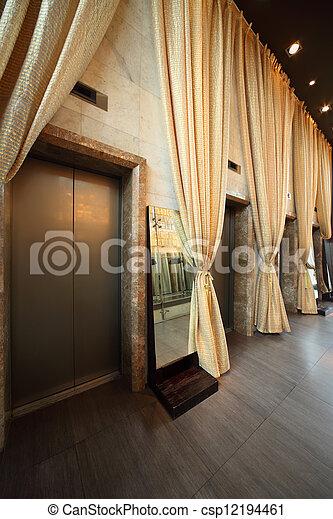 Rideaux Couloir Jaune Ascenseurs Long Portes Plusieurs Vide