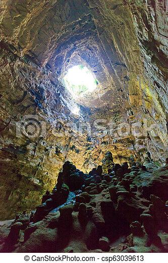 riesig, castellano, di, grotta, höhle, -, system, oberfläche, apulia, unter - csp63039613