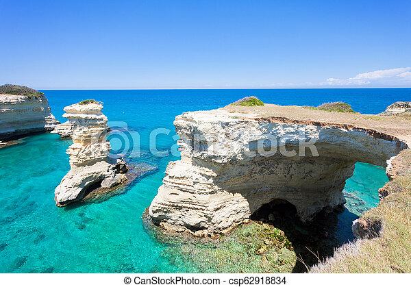 riesig, sant, felsig, andrea, höhle, -, schauen, apulia, kuesten, bogen - csp62918834