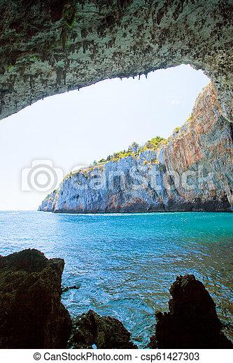 riesig, wandern, grotte, grotta, höhle, -, zinzulusa, unter, bogen, apulia - csp61427303