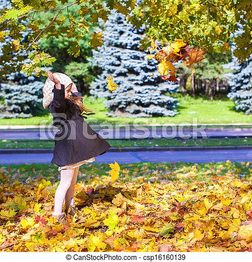 rigolote, peu, ensoleillé, feuilles, parc, jour, automne, automne, girl, jets - csp16160139
