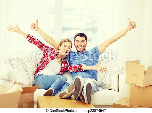 rilassante, divano, coppia, casa nuova, sorridente - csp23874547