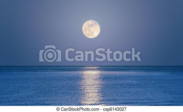 Rising moon on sea - csp6143027