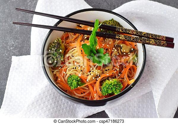 riso, sano, astratto, ciotola, cibo., funghi, fondo., carota, asiatico, nero, tagliatelle, broccolo - csp47186273