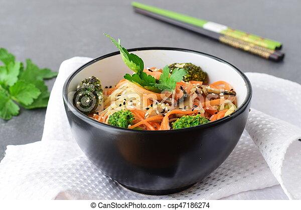 riso, sano, astratto, ciotola, cibo., funghi, fondo., carota, asiatico, nero, tagliatelle, broccolo - csp47186274