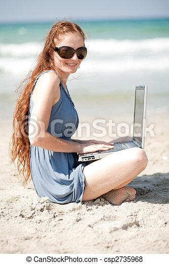 ritratto, laptop, donna, lavorativo - csp2735968