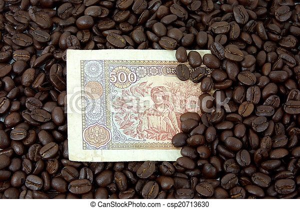 roasted coffee beans on money background. - csp20713630