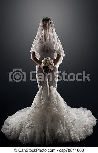 Robe Mariee Figure Elegant Voile Nuptial Mariage Studio Luxe Dame Portrait