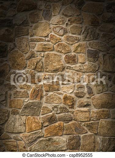 La pared de la masonería marrón se encendió dramáticamente - csp8952555