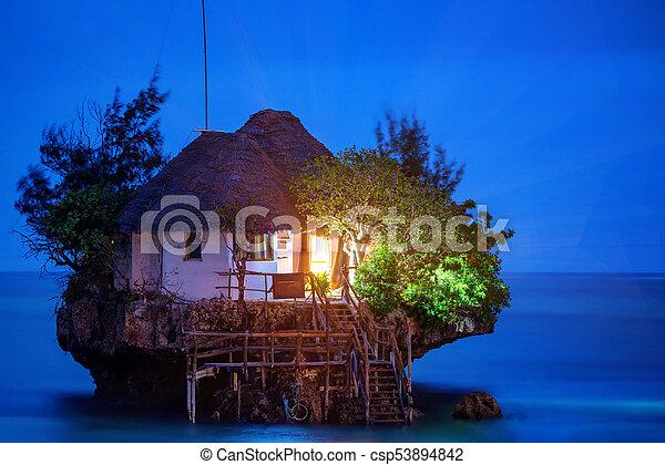Un restaurante romántico - csp53894842