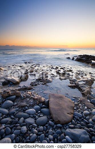 rocky, hen, glødende, havet, tidligere, shore, landskab, formiddag, solopgang - csp27758329