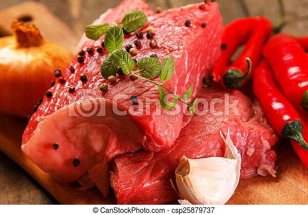 rohkost-gemüse, fleisch - csp25879737