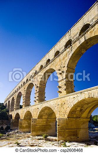 Roman aqueduct, Pont du Gard, Languedoc-Roussillon, France - csp2608468