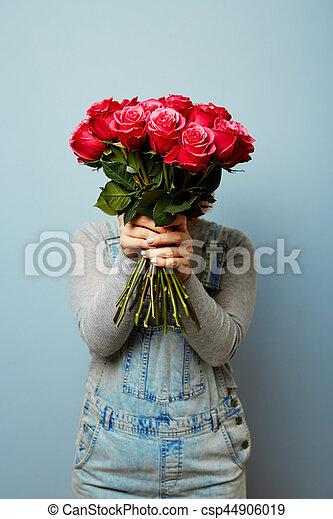 romance, mars, printemps, elle, bouquet, femmes, fleurs, roses, tenant mains, 8., girl, fleurs, hands. - csp44906019