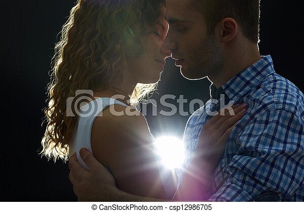 romanticos, beijo - csp12986705