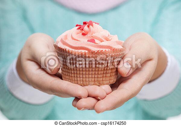 rosa, bianco, holding donna, cupcake - csp16174250