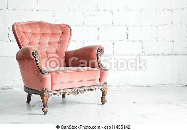 Un sillón clásico rosado - csp11435142