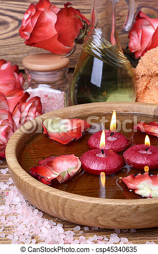 stock de fotos rosa concepto velas flotador agua rosas balneario sal