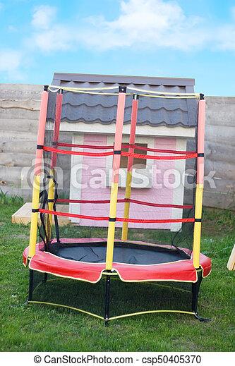 rosa, hermoso, casa, trampolín, seguridad, patio de recreo, red - csp50405370