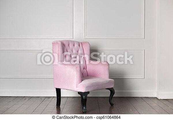 El viejo sillón rosa - csp61064864