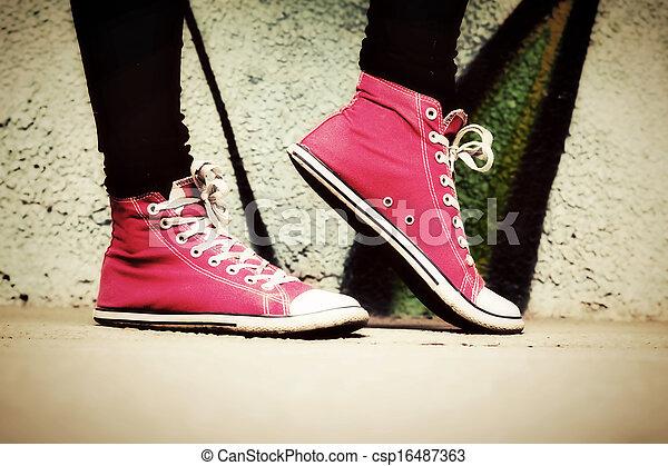 rosa, su, portato, teenager., scarpe tennis, chiudere - csp16487363