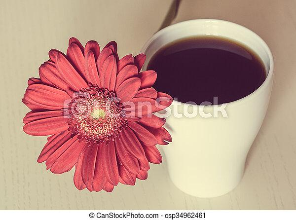 Rose café fleur tasse bureau bois gerbera rose modifié