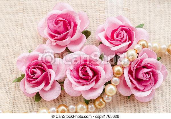 rose kwam op, pearls. - csp31765628