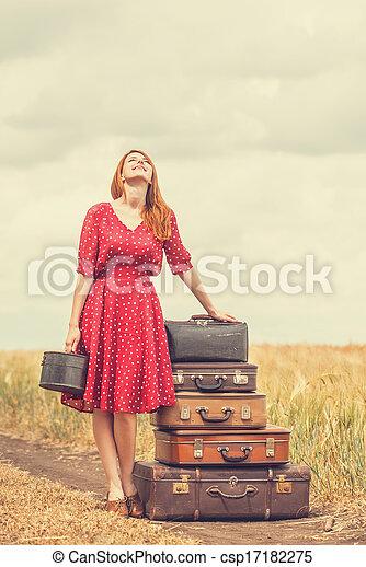 rothaarige, m�dchen, draußen, koffer - csp17182275