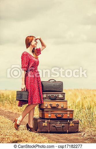 rothaarige, m�dchen, draußen, koffer - csp17182277