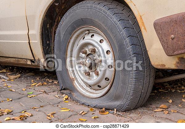 roue voiture endommag pneu d gonfl voiture endommag d gonfl pneu wheel. Black Bedroom Furniture Sets. Home Design Ideas
