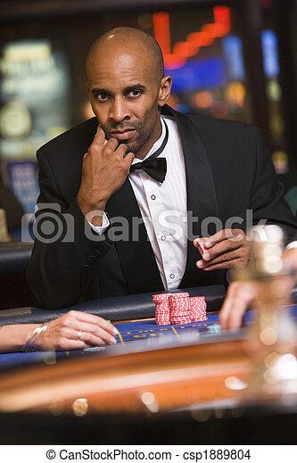 roulett, gluecksspiel, kasino, mann, tisch - csp1889804