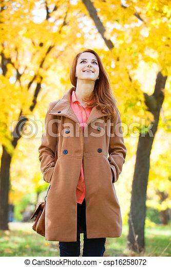 roux, automne, girl, parc - csp16258072