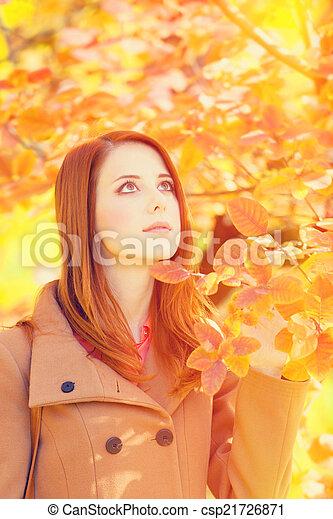 roux, automne, girl, parc - csp21726871