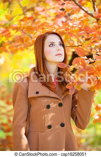 roux, automne, girl, parc - csp16258051