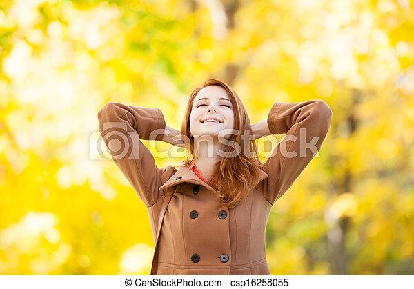 roux, automne, girl, parc - csp16258055