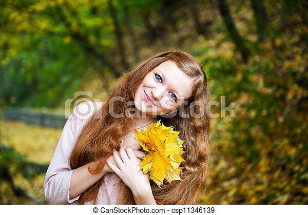 roux, automne, girl, parc - csp11346139