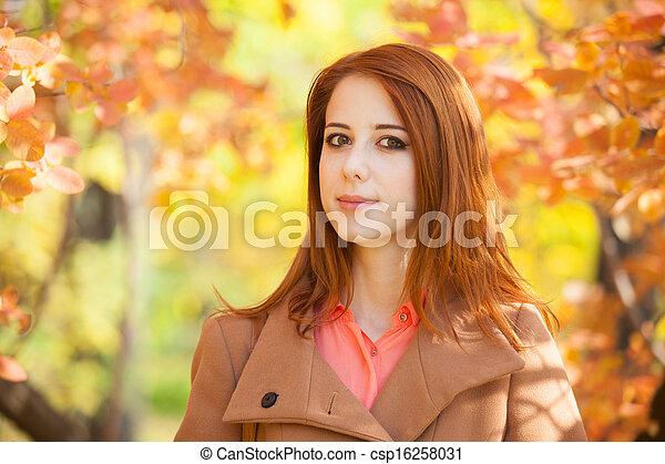 roux, automne, girl, parc - csp16258031