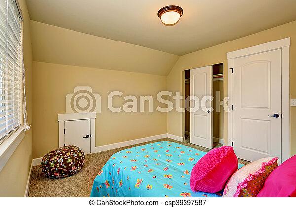 Roze bed groot beige slaapkamer interieur meisje roze usa